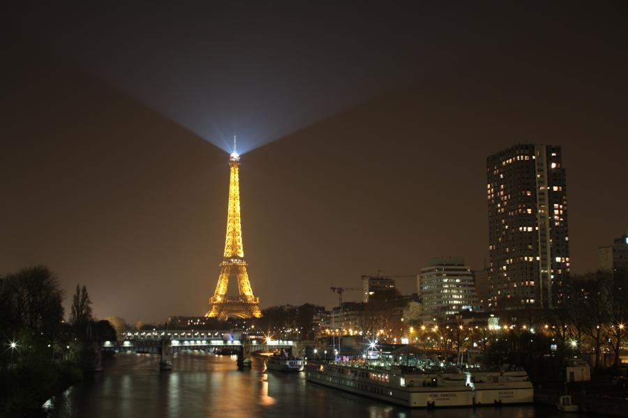 Infos sur paris la nuit arts et voyages for Appart hotel cachan